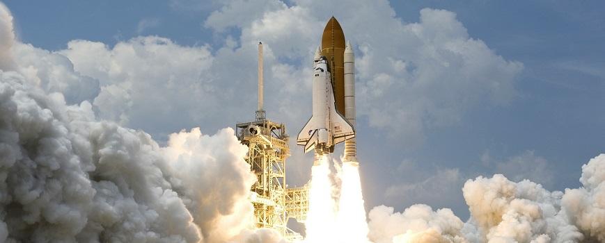 Imagen del lanzamiento de un cohete metáfora sobre como las empresas se lanzan a realizar estrategias de marketing digital